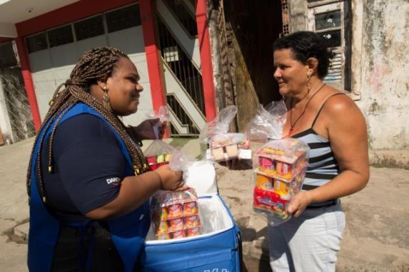 In an effort to increase market penetration in northern Brazil and allay the social and gender inequalities hindering the region's development, Danone established an innovative door-to-door proximity sales channel in the city of Salvador. The company empowers women entrepreneurs (Kiteiras) to become financially independent by selling product bundles in their underserved communities.