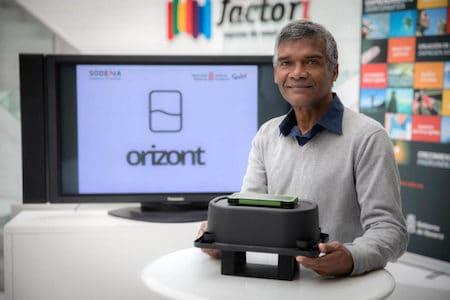 2. Louis Gerardo Holder, CEO of AgroPestAlert, displays the startup's prototype at Orizont. Image courtesy of AgroPestAlert