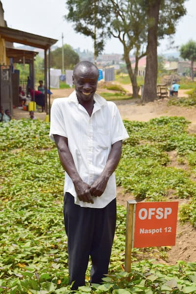 Helping Smallholders Grow a Pharmacy on their Farms