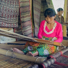 A Filipina weaver